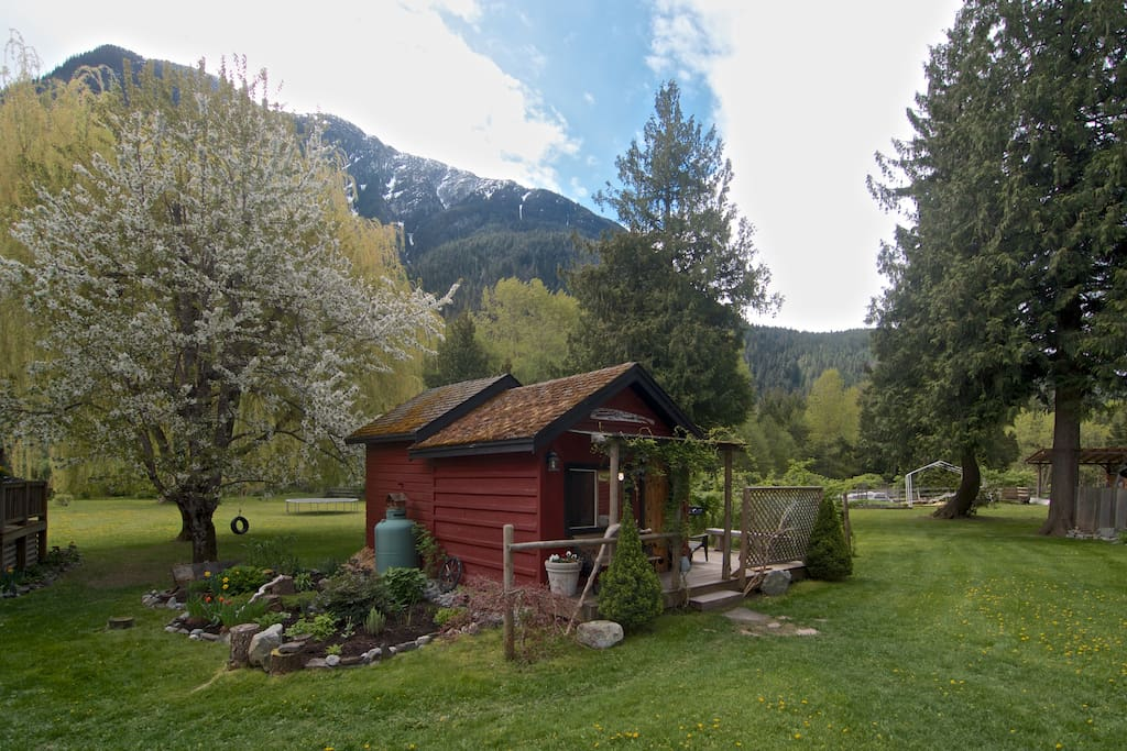 Cozy self contained cabin cabins for rent in pemberton for Pemberton cabins
