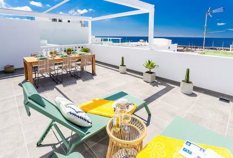 """Casa Lola """"Great Sea views penthouse in Old Town"""""""