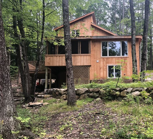Newly renovated cabin near skiing and on a lake
