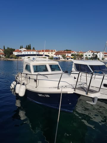Betina 700 rent a boat with/without skipper