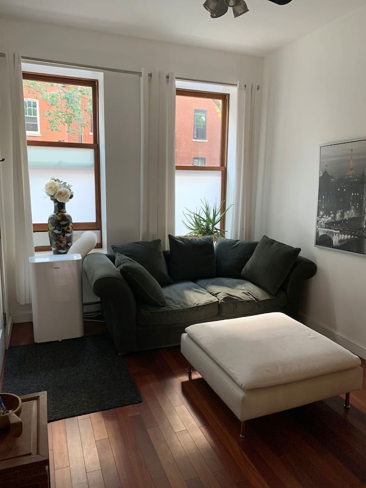 Lovely 1 bdr in St Henri