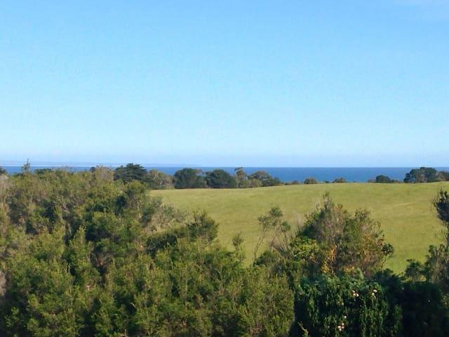 Airy Inverloch Retreat - Sea Views