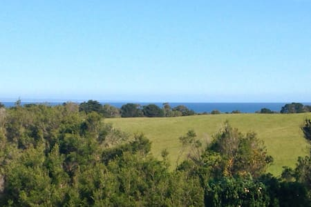 Airy Inverloch Retreat - Sea Views - Inverloch