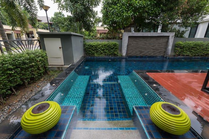3BD Private Villa w/ pool V18  Pattaya
