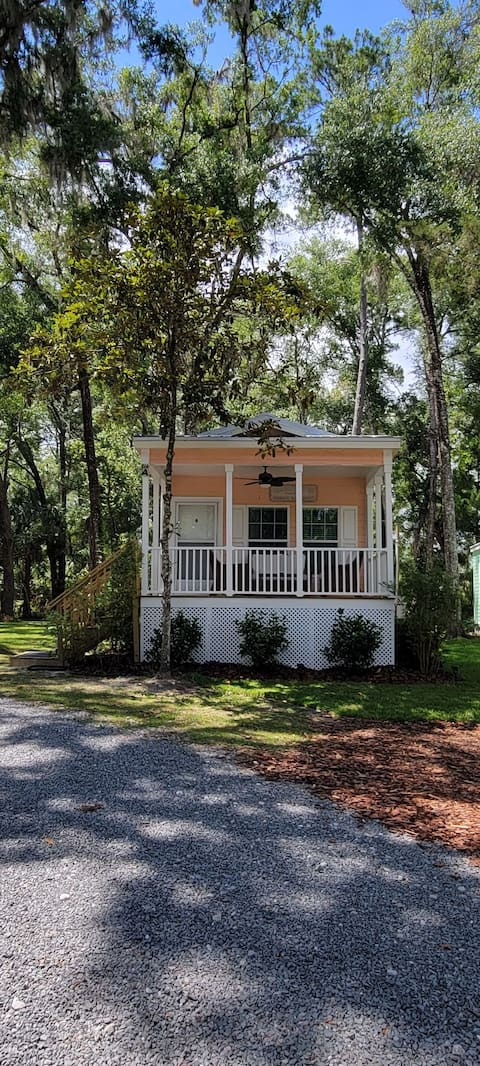 RAINBOW RIVER BUNGALOW - UNIT A - KP HOLE DEEDED ACCESS!  Free parking for boat/trailer! 2 doors down from KP HOLE!