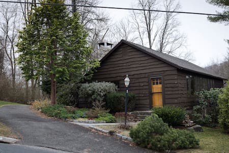 Cozy Candlewood Isle Cottage - New Fairfield - House