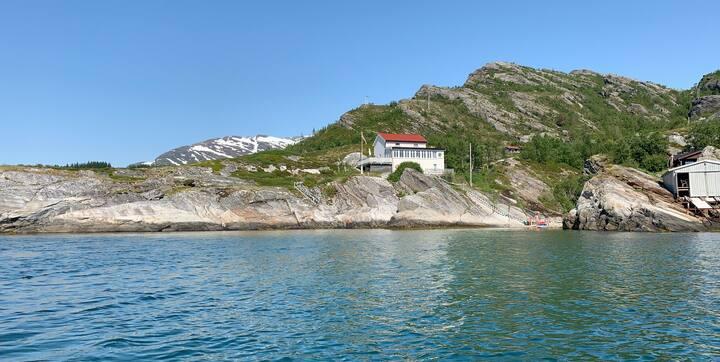 Hytte med spektakulær beliggenhet ved sjøen