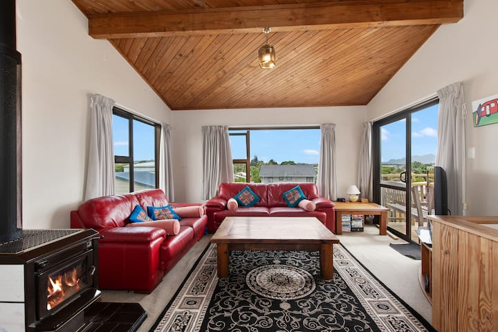 Spacious Family Bach by the Sea