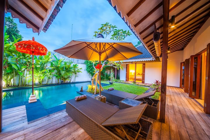 Eco Green Private Villa Close to Batu Bolong beach