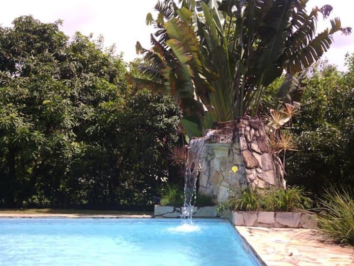 Casa cond  com vista para o lago com piscina wifi