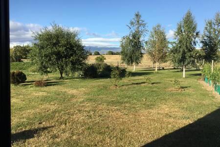 Garden and mountain views - Springvale