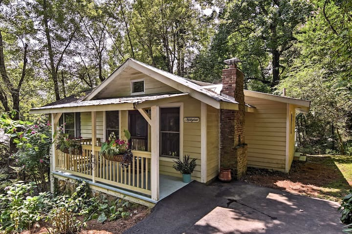 NEW-Saluda Cottage w/ Deck - 5min Walk to Downtown
