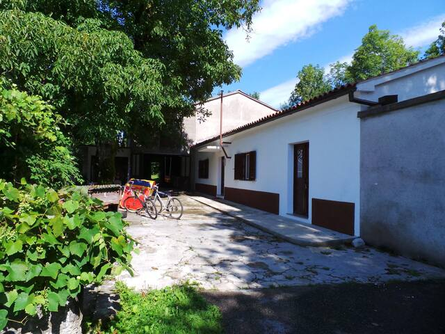 House for 4+2 persons in Žejane R80002