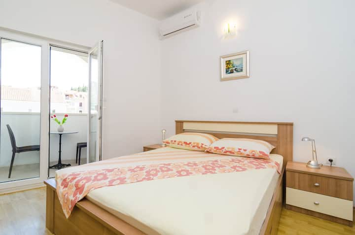 Apartments & Rooms Barišić - Double Room with Balcony and City View(First Floor)(Soba 3)