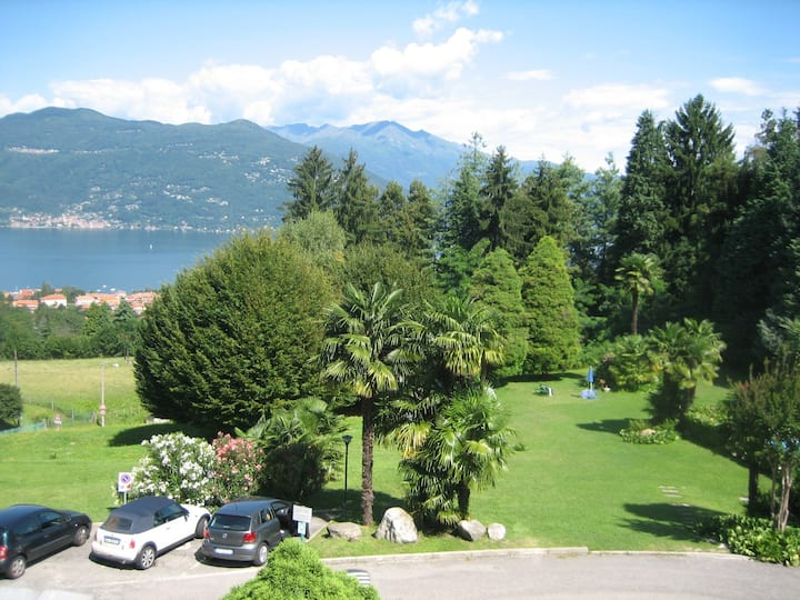 PANORAMIC APARTMENT ON LAKE MAGGIORE WITH POOL
