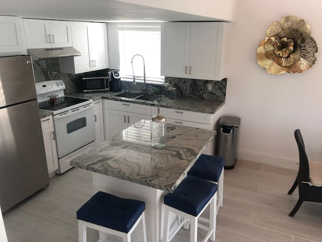 Cozy Beach house  with loft **Remodeled***