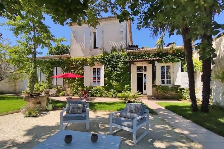 DEMEURE DE CHARME 5* proche Bordeaux, piscine/clim