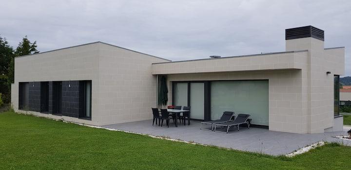 Nuevo chalet independiente en parcela de 900 m2