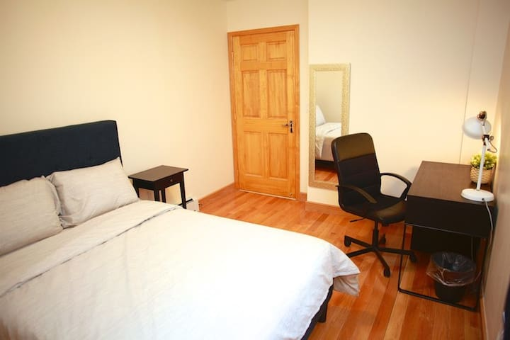Premier room close to subway 20 min to Manhattan