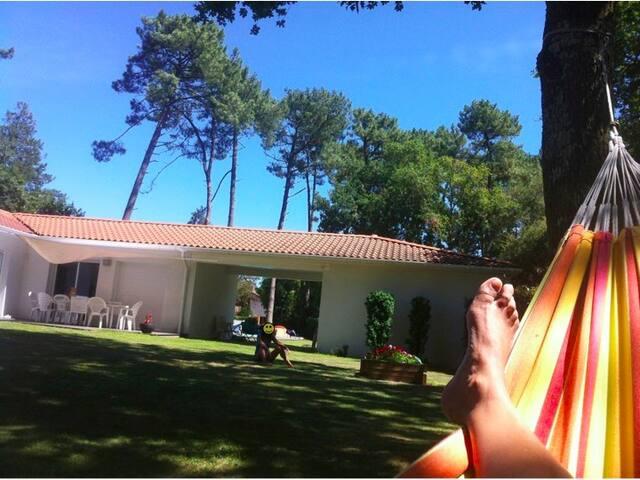 Villa au calme avec piscine et vaste terrain