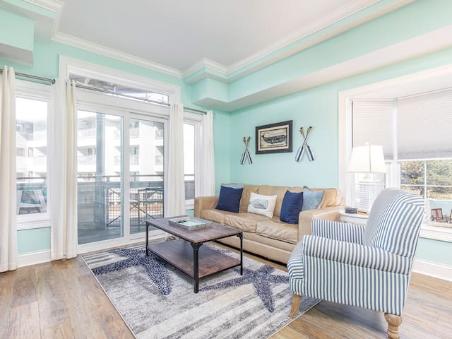 Amazing Sunset Views of Savannah River from this Beachfront Condo with Community Pool - Bay View Villas 101