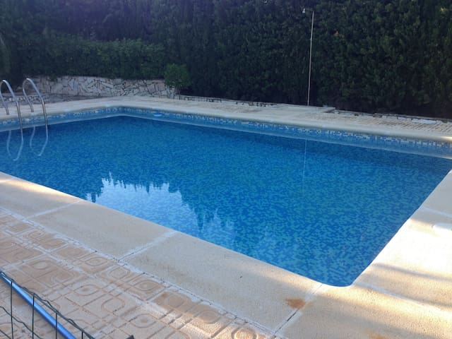 Magnifico Chalet con piscina, 2200 mts terreno. - Montserrat - House