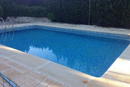 Magnifico Chalet con piscina, 2200 mts terreno. - Montserrat