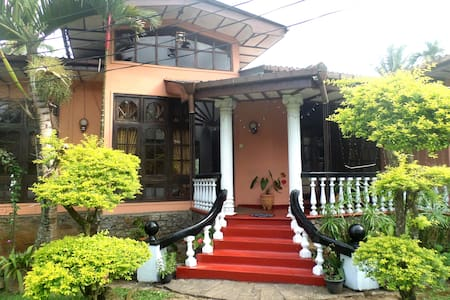 Gangasiri Holiday Inn - Bed & Breakfast