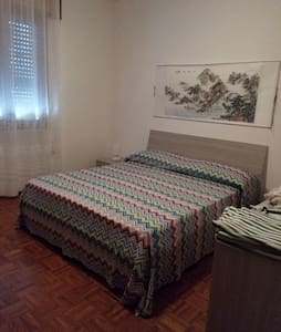Big bedroom with quin-mattress in - Castelfranco Veneto