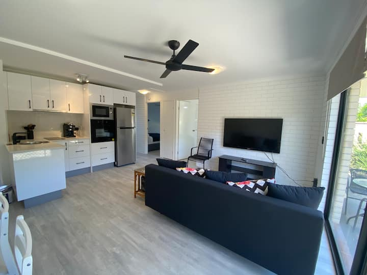 GORGEOUS GARDEN APARTMENT IN  HEART OF MOOLOOLABA