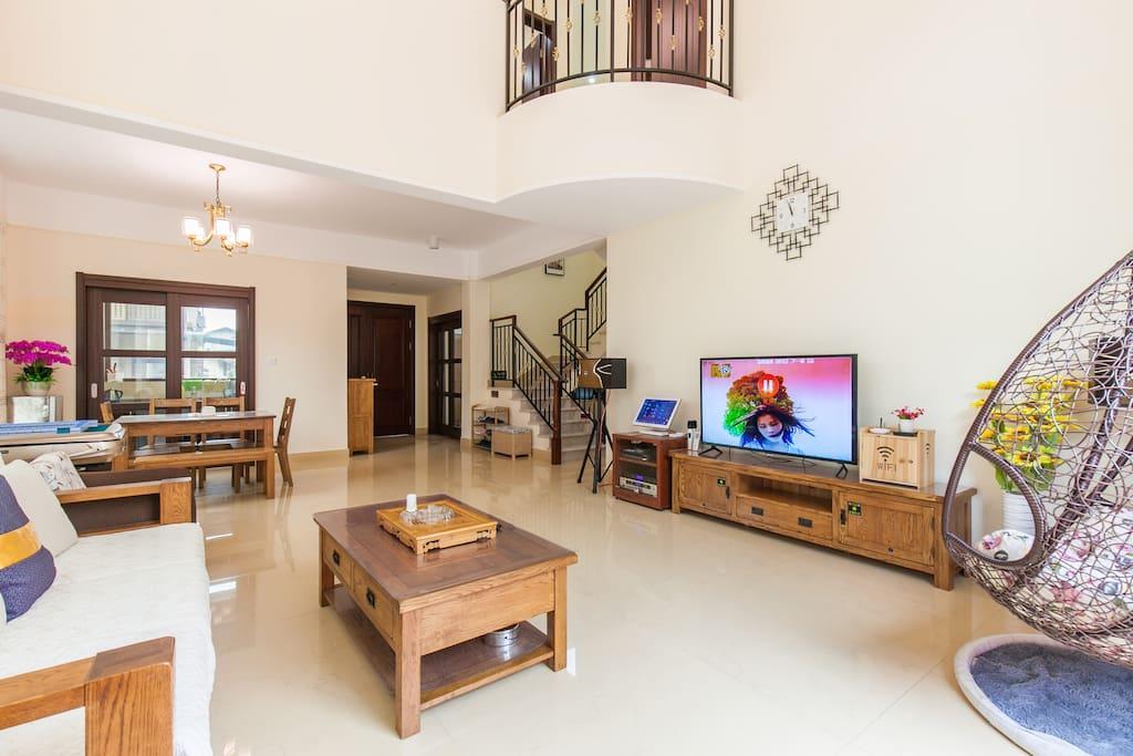 客厅—中空大厅、豪华落地窗、KTV、室内吊篮、自动麻将桌