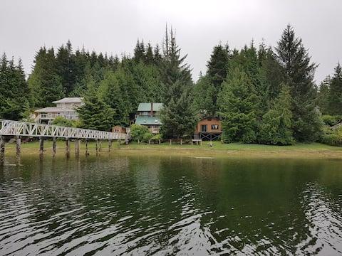 """Cabanas aconchegantes na beira das águas """"The Lodge"""""""