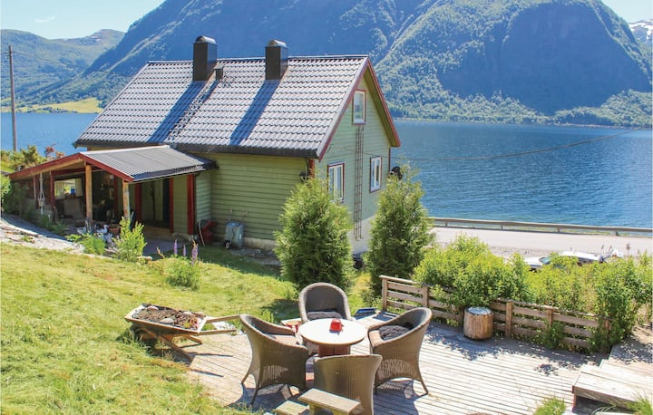 Amazing home in Skei i Jølster with 4 Bedrooms