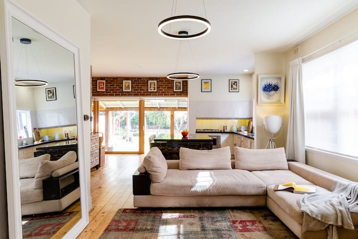 Spacious and Stylish Home in St Kilda
