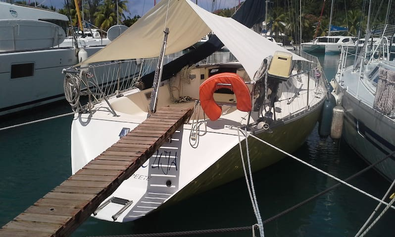 MARACUJA 38 Feet sailing boat in Marina Apooiti - 'Uturoa - Bátur