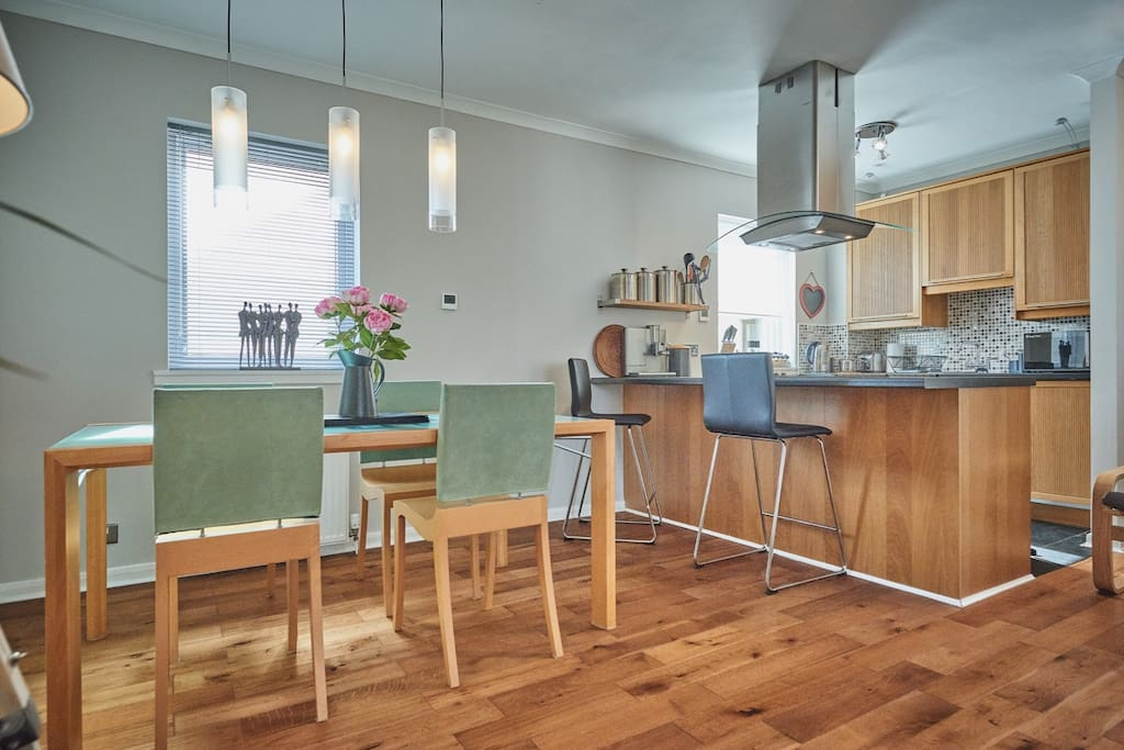 Kitchen and dining area for up to 4 people