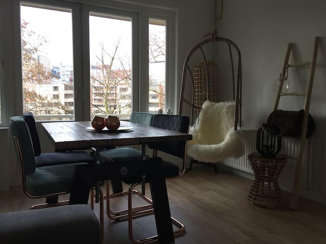 Private Studio - 3 min walk from Central Station