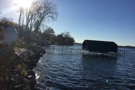 Cozy Lake Front house with amazing sunsets! - Wayzata - House