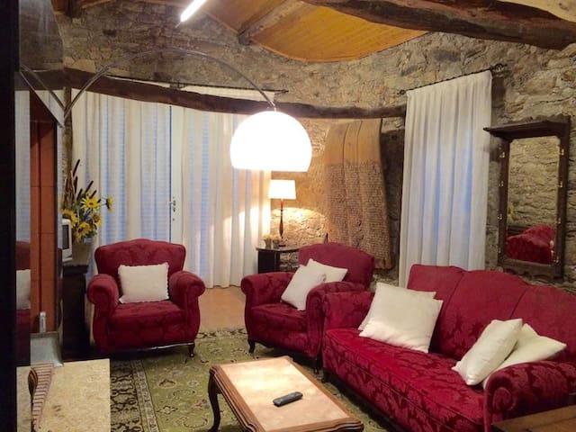 Sala Casa das Tulhas- Urrós -Mogadouro - Parque Natural Do Douro Internacional Reserva da Biosfera Transfronteiriça Meseta Ibérica-UNESCO