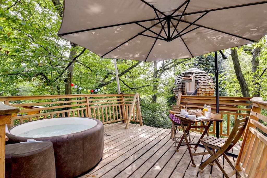 cabane jacuzzi plume nuit insolite proche paris treehouses for rent in rosoy en multien. Black Bedroom Furniture Sets. Home Design Ideas