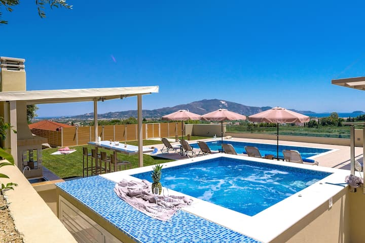 Luxury Private Villa Hill
