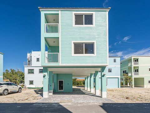 Beautiful NEW Home in Key Largo Resort