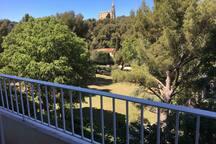 Vue balcon au calme sur verdure