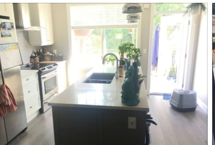 Brand new townhome, clean & quiet