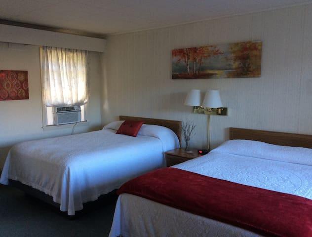PMI Unit 8 2XL full beds, micro, ref. WiFi, tv.