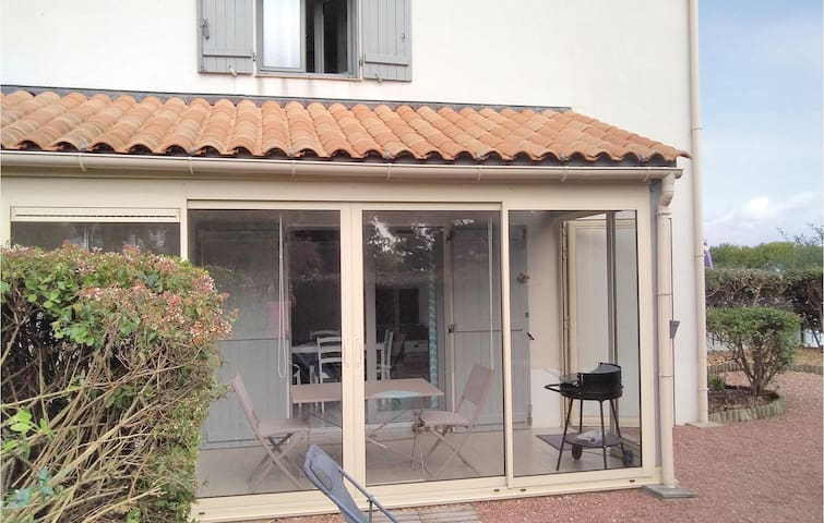 Holiday cottage with 2 bedrooms on 46m² in La Tranche-sur-Mer