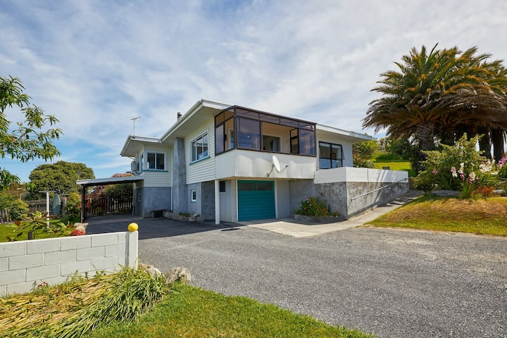 Five Palms - beautiful views and character house