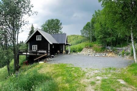 Sjarmerende hytte med utsikt