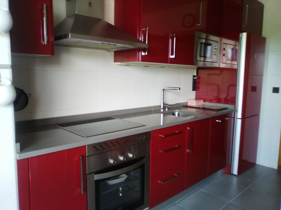 La cocina tiene acceso directo a la terraza