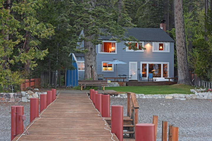 Lakefront Family Home with Private Pier - Homewood - Maison